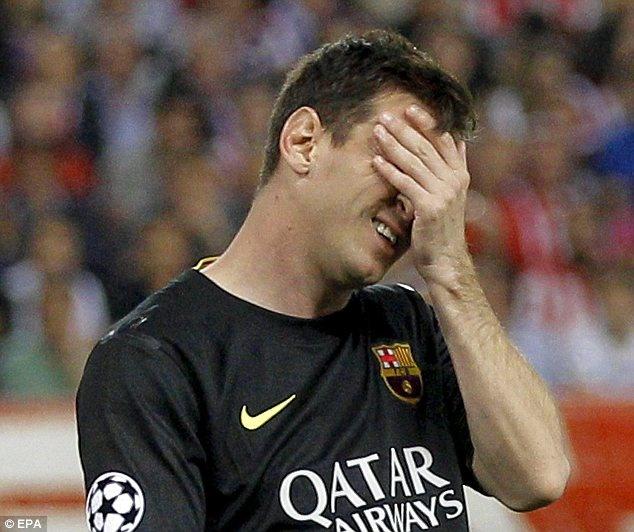 Messi om mat that vong sau tran thua cua Barca hinh anh
