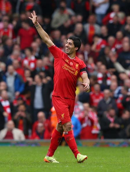 Liverpool 5-1 Norwich (luot di): Cu poker cua Suarez hinh anh