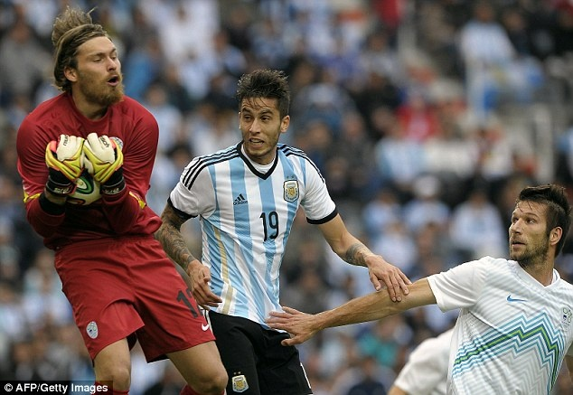 Messi ghi ban giup DT Argentina thang Slovenia 2-0 hinh anh 3