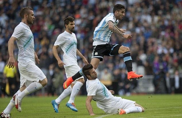Messi ghi ban giup DT Argentina thang Slovenia 2-0 hinh anh 4