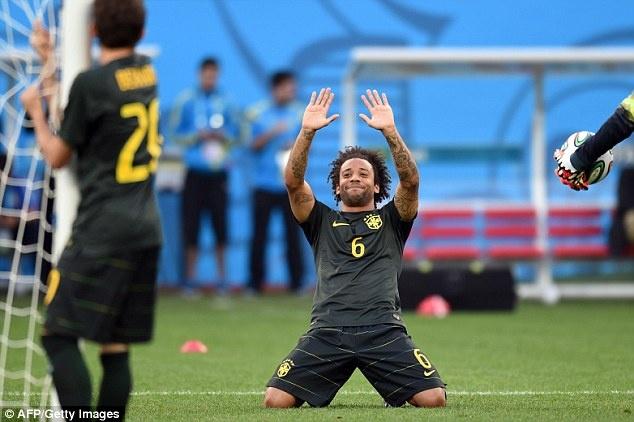 Tuyen Brazil phan khich truoc tran ra quan o World Cup hinh anh 9