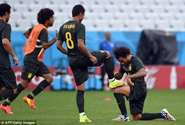 Tuyen Brazil phan khich truoc tran ra quan o World Cup hinh anh 10