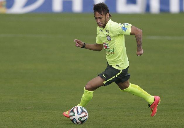 Fan Brazil thich thu xem Neymar sut phat hinh anh