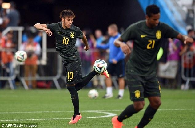 Tuyen Brazil phan khich truoc tran ra quan o World Cup hinh anh 1