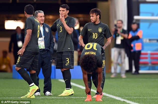Tuyen Brazil phan khich truoc tran ra quan o World Cup hinh anh 2