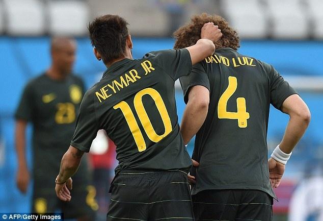Tuyen Brazil phan khich truoc tran ra quan o World Cup hinh anh 3