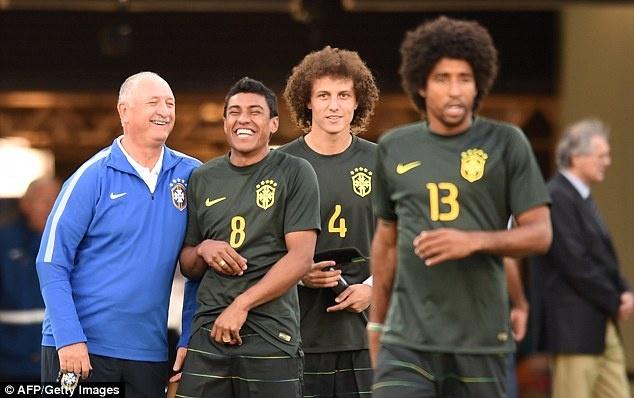 Tuyen Brazil phan khich truoc tran ra quan o World Cup hinh anh 5