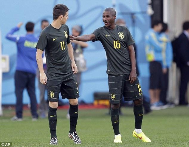 Tuyen Brazil phan khich truoc tran ra quan o World Cup hinh anh 7