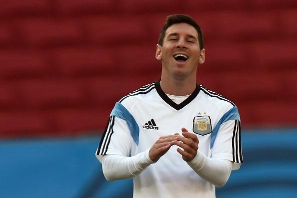 Messi cuoi hon ho truoc tran cuoi vong bang World Cup hinh anh 10 a