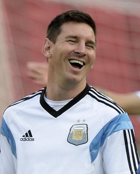 Messi cuoi hon ho truoc tran cuoi vong bang World Cup hinh anh 3 a