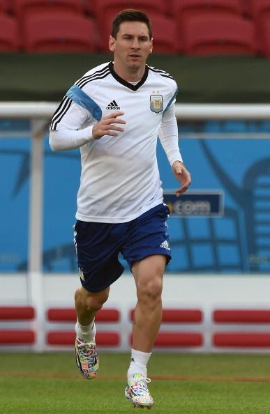 Messi cuoi hon ho truoc tran cuoi vong bang World Cup hinh anh 5 a