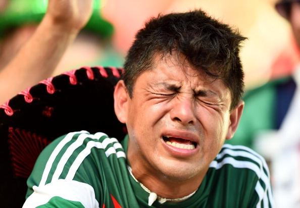 CDV Mexico khoc ngat khi doi nha mat ve tu ket World Cup hinh anh
