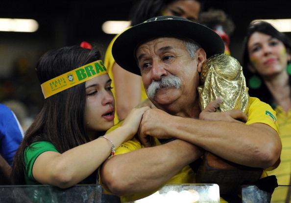 Hang trieu fan Brazil chet lang khi doi nha thua soc hinh anh