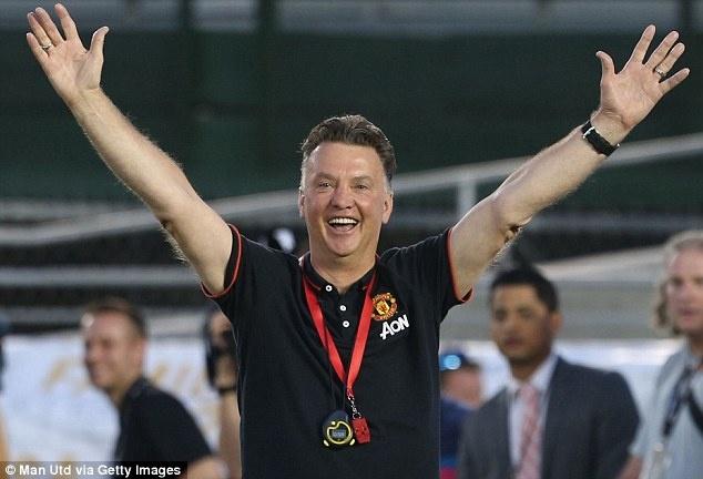 Van Gaal phan khich khi Rooney ghi ban tu cham phat goc hinh anh