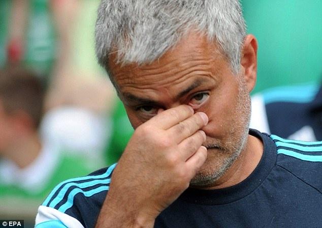 HLV Mourinho dien tiet vi trong tai khien Chelsea thua tran hinh anh 1 a