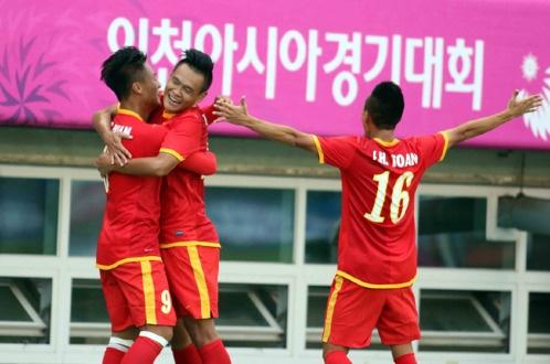 Olympic Viet Nam 4-1 Iran: Dia chan tren dat Han hinh anh 10