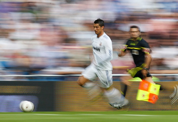 Ronaldo va Robben dung ngoai 10 cau thu nhanh nhat FIFA 15 hinh anh