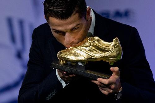 Ronaldo nhan Chiec giay vang chau Au mua giai 2013/14 hinh anh