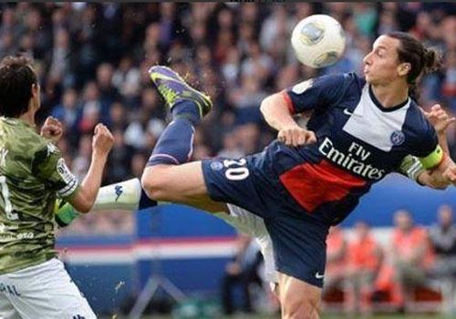 Ibrahimovic danh got ghi ban cho PSG hinh anh