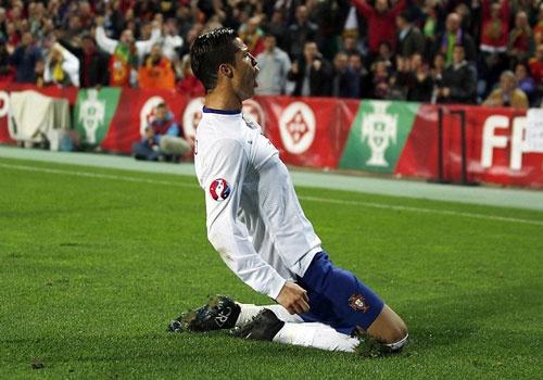 Ket qua tran dem 14/11: Ronaldo lap ky luc ghi ban o EURO hinh anh