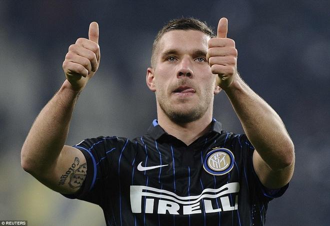 Podolski ra mat trong tran Juve - Inter bat phan thang bai hinh anh