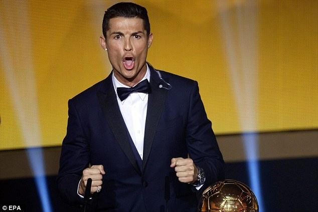 Ronaldo gianh Qua bong vang: Chang ai xung dang hon hinh anh