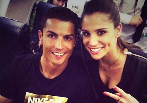 Ronaldo co bong hong moi sau khi chia tay sieu mau hinh anh