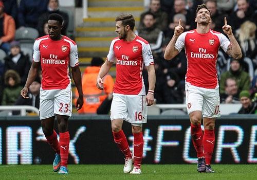 Giroud lap cu dup, Arsenal vung chac o vi tri thu 3 hinh anh