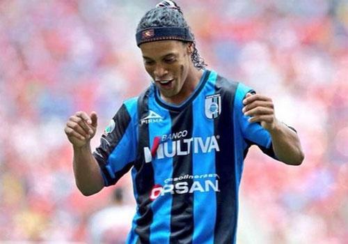 Ronaldinho gay an tuong voi pha da phat goc ky thuat hinh anh