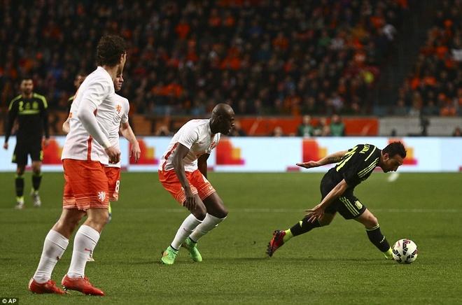 De Gea bat chinh trong tran Tay Ban Nha thua Ha Lan 0-2 hinh anh 8