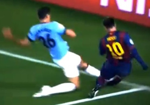 Pha vao bong khien Messi dinh chan thuong chan phai hinh anh
