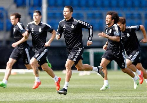Ronaldo san sang giup Real danh bai Atletico Madrid hinh anh