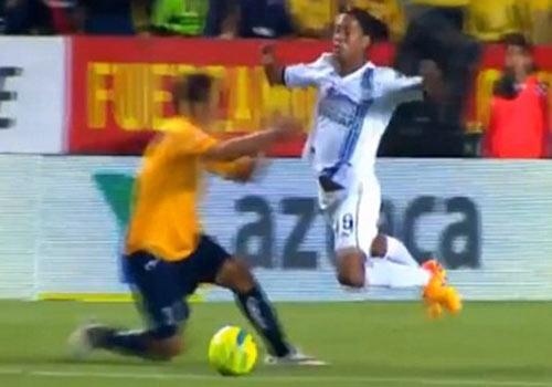 Ronaldinho bay nguoi nga an va hinh anh