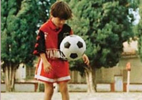 Lionel Messi khien doi thu xau ho khi 9 tuoi hinh anh