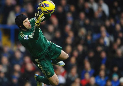 M.U no luc dut diem som vu Petr Cech hinh anh