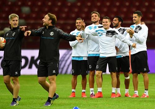 Sevilla truoc co hoi lap ky luc vo dich Europa League hinh anh