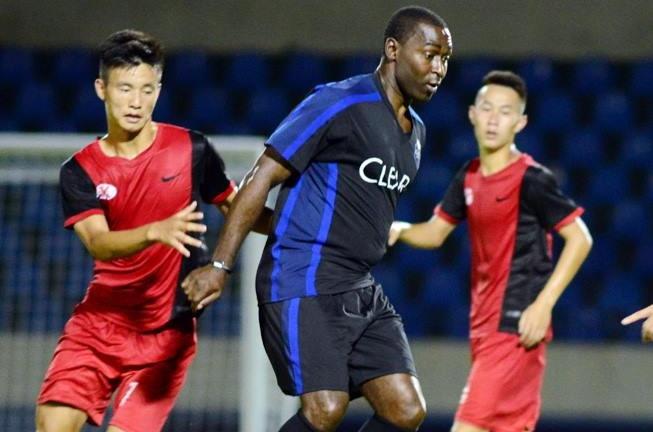 Clear Men Team cua Andy Cole thua lua tre CLB Quang Ninh 0-5 hinh anh