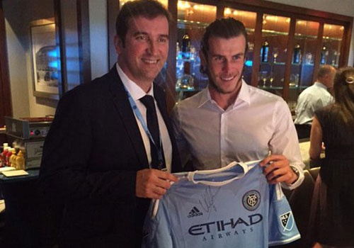 Gareth Bale khoe anh chup cung Giam doc dieu hanh Man City hinh anh