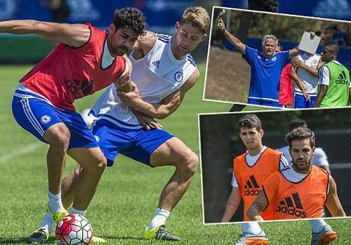 HLV Mourinho thuc giuc cau thu Chelsea tap luyen hinh anh