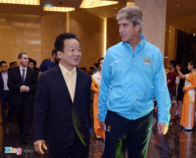 Hang nghin fan Viet co vu Man City tap luyen hinh anh 35