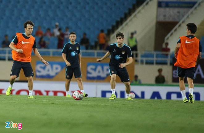 Hang nghin fan Viet co vu Man City tap luyen hinh anh 23