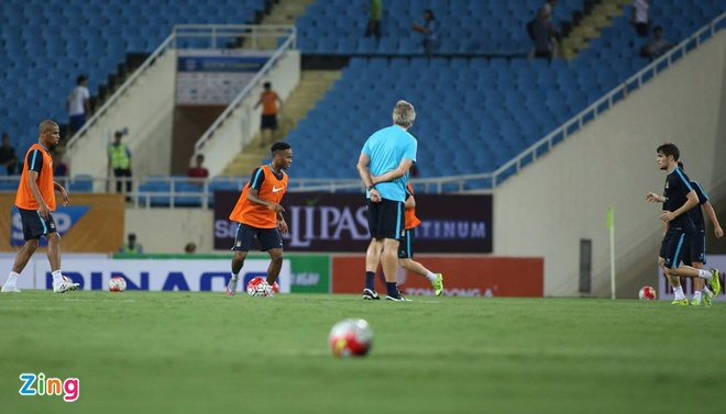Hang nghin fan Viet co vu Man City tap luyen hinh anh 16