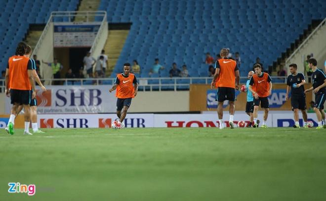 Hang nghin fan Viet co vu Man City tap luyen hinh anh 17