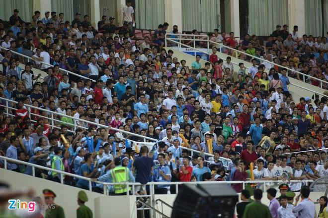Hang nghin fan Viet co vu Man City tap luyen hinh anh 24