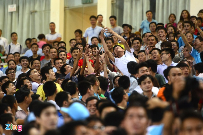 Hang nghin fan Viet co vu Man City tap luyen hinh anh 31