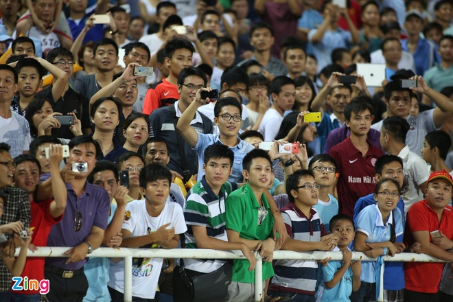 Hang nghin fan Viet co vu Man City tap luyen hinh anh 21