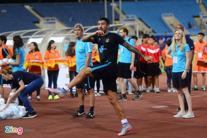 Hang nghin fan Viet co vu Man City tap luyen hinh anh 28
