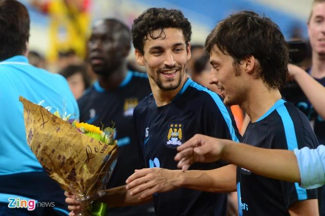 Hang nghin fan Viet co vu Man City tap luyen hinh anh 30