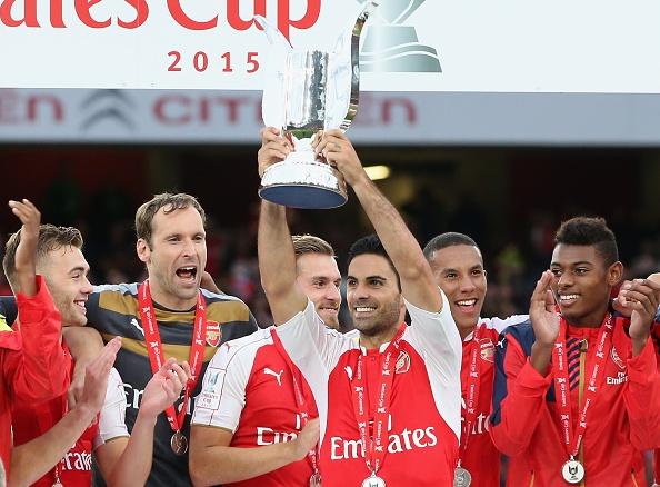 Arsenal phan khich khi vo dich Emirates Cup sau 5 nam hinh anh