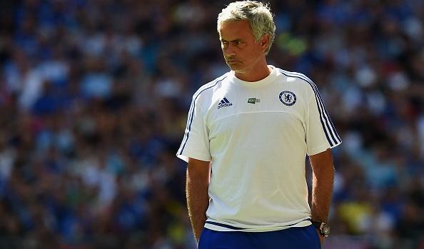 Mourinho che Arsenal, nem huy chuong len khan dai hinh anh